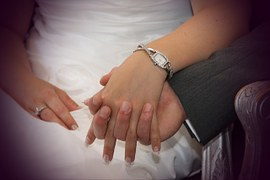 holding-hands-411429__180