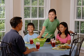 family-eating-at-the-table-619142__180